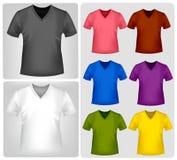 Schwarze und farbige T-Shirts. Stockfotos