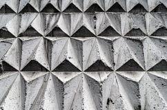 Schwarze und graue Mosaikfliesen ausgebreitet in einem geometrischen Würfelmuster Stockbild