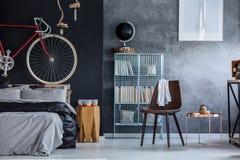 Schwarze und graue Wände lizenzfreies stockfoto
