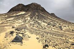 Schwarze Wüstenfelsenanordnungen Stockbilder