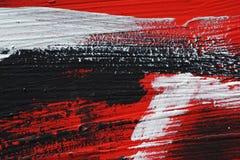 Schwarze, weiße, rote Acrylfarbe auf Metalloberfläche brushstroke Lizenzfreie Stockfotografie