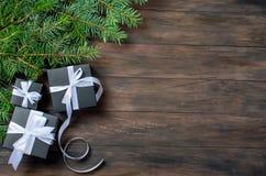 Schwarze Weihnachtsgeschenkbox und weißes Band Lizenzfreies Stockfoto