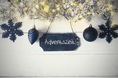 Schwarze Weihnachtsplatte, feenhaftes Licht, Adventszeit bedeutet Advent Season Stockbilder
