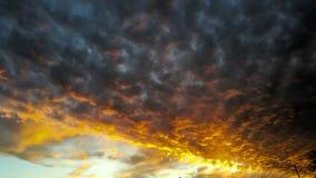 Schwarze Wolken lizenzfreie stockbilder