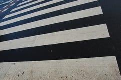 Schwarze Zebraüberfahrt Lizenzfreies Stockbild