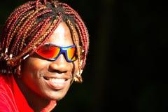Schwarzer Athletenradfahrer in den Sonnenbrillen Lizenzfreies Stockfoto