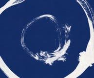 Schwarzer Bürstenanschlag in Form eines Kreises Zeichnung hergestellt in der handgemachten Technik der Tintenskizze Stockbilder
