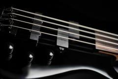Schwarzer Bass Guitar Closeup Lizenzfreie Stockbilder