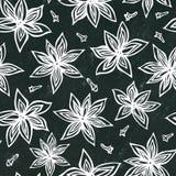Schwarzer Brett-Hintergrund und Kreide Nahtloses endloses Muster Anise Star Seeds und der Nelken Eine traditionelle Halloween-Fes Stockfoto