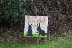 Schwarzer Bunny Sign Warning Beware lizenzfreie stockfotografie