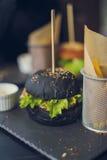 Schwarzer Burger Lizenzfreie Stockfotografie