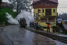 Schwarzer Dampf angetriebener Darjeeling Toy Train lizenzfreies stockbild