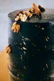 Schwarzer festlicher Kuchen, in der Raumart Lizenzfreies Stockbild
