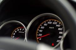 Schwarzer Geschwindigkeitsmesser und Tachometer Lizenzfreie Stockbilder
