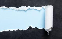 Schwarzer Hintergrund mit blauem copyspace Lizenzfreies Stockfoto