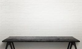 Schwarzer Holztisch mit den Beinen Weiße Backsteinmauerbeschaffenheit im Hintergrund Stockbild