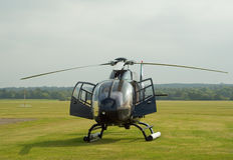 Schwarzer Hubschrauber EC-120 Lizenzfreie Stockfotografie
