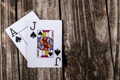 Schwarzer Jack Poker auf Holz stockbilder
