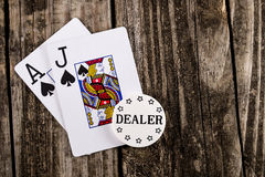 Schwarzer Jack Poker auf Holz Lizenzfreies Stockbild