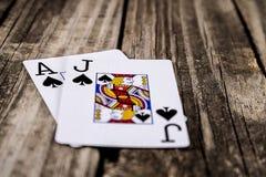 Schwarzer Jack Poker auf Holz stockfoto