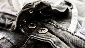 Schwarzer Jeansbeschaffenheits-Zusammenfassungshintergrund: Schwarzweiss-Ton Lizenzfreies Stockfoto