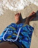 Schwarzer Junge am Strand Lizenzfreie Stockbilder