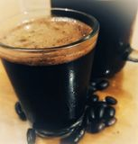Schwarzer Kaffee des Eises lizenzfreie stockbilder