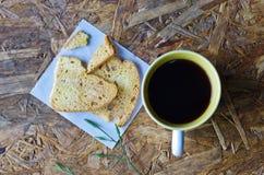 Schwarzer Kaffee mit Brot Lizenzfreie Stockfotos