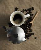 Schwarzer Kaffee und Kaffeetopf Stockfoto