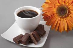 Schwarzer Kaffee und Schokolade Lizenzfreies Stockbild