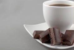 Schwarzer Kaffee und Schokolade Stockbilder