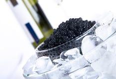 Schwarzer Kaviar mit Wein Lizenzfreies Stockbild