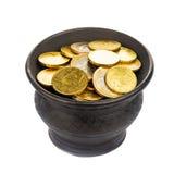 Topf mit goldenen Münzen stockbilder