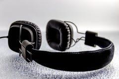 Schwarzer Kopfhörer Stockfotografie
