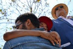 Schwarzer Lebenangelegenheit Protestor, der während des Marsches auf Rathaus schreit Lizenzfreie Stockfotografie