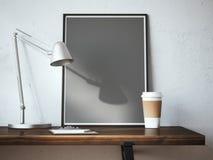 Schwarzer leerer Rahmen auf dem Tisch mit Lampe Lizenzfreies Stockbild