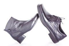 Schwarzer Männer und Schuh der Frau stockbild