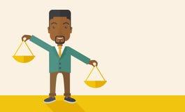 Schwarzer Mann, der eine wiegende Skala hält Lizenzfreies Stockfoto