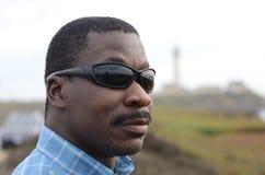 Schwarzer Mann an der Kalifornien-Küste Lizenzfreie Stockfotografie