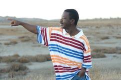 Schwarzer Mann in der Wüste Stockfotos