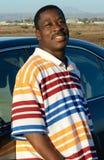 Schwarzer Mann in einem Sumpf Stockbilder