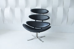Schwarzer moderner Stuhl Stockfotografie