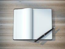 Schwarzer Moleskin mit einem netten teuren Stift Stockfotografie
