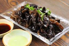 Schwarzer pilzartiger Salat Stockfotografie