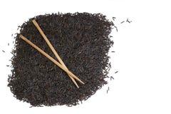Schwarzer Reis und Ess-Stäbchen Lizenzfreies Stockfoto