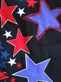 Schwarzer roter schwarzer Hintergrund der blauen Sterne Stockfotografie