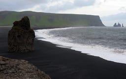Schwarzer Sandstrand, Island Stockbilder