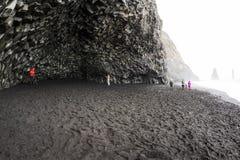 Schwarzer Sandstrand Island lizenzfreie stockfotografie