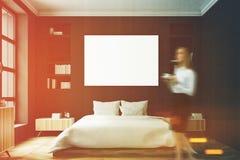 Schwarzer Schlafzimmerinnenraum, Frau, vorder Stockfotografie