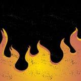 Schwarzer Schmutzhintergrund mit einer Steigung des Feuers Stockfotos